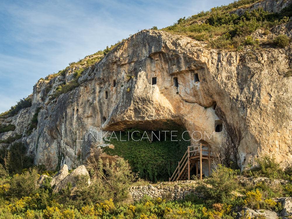 Cova de les Finestres, Alfafara